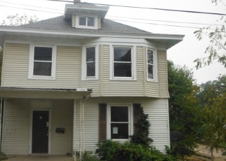 Foreclosed Home in Dubuque 52001 CALEDONIA PL - Property ID: 4340103927
