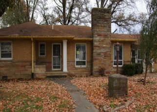 Foreclosed Home in Benton 62812 MADISON ST - Property ID: 4340118367