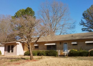 Foreclosed Home in Tuscumbia 35674 WALKER AVE - Property ID: 4340309767