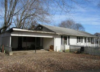 Foreclosed Home in Clarksville 37043 CIRCLE DR - Property ID: 4342643284