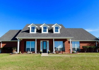Foreclosed Home in Lindale 75771 CHAMPION DR - Property ID: 4342737907