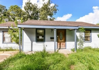 Foreclosed Home in Houston 77033 HILDA ST - Property ID: 4345073615