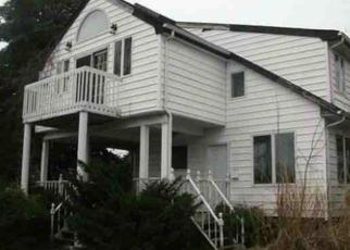 Foreclosed Home in Copiague 11726 BAYLAWN AVE - Property ID: 4345455971