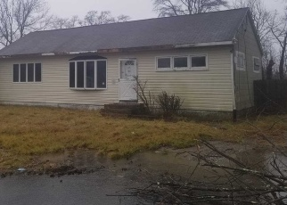 Foreclosed Home in Shirley 11967 WAVERLY RD - Property ID: 4345734514