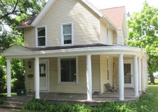 Foreclosed Home in Janesville 53545 CLARK ST - Property ID: 4346911347