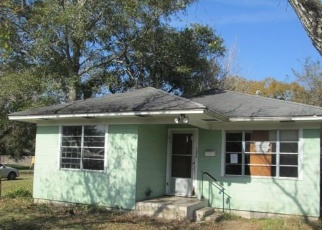 Foreclosed Home in El Campo 77437 ALVIN ST - Property ID: 4347117637