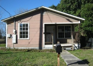 Foreclosed Home in Seguin 78155 RILEY ST - Property ID: 4347151353