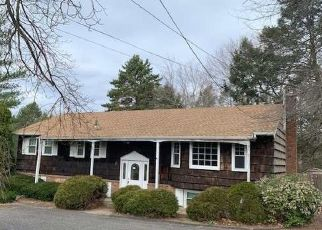 Foreclosed Home in Huntington Station 11746 MAPLEWOOD RD - Property ID: 4348383375