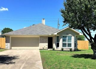 Foreclosed Home in Cedar Hill 75104 SIMON DR - Property ID: 4348637852