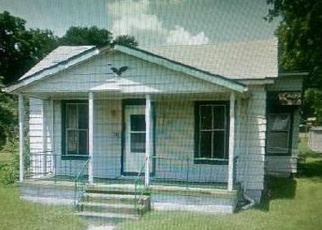 Foreclosed Home in Lebanon 62254 W SCHUETZ ST - Property ID: 4348910256