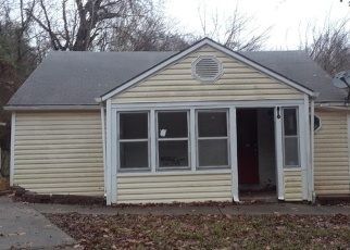 Foreclosed Home in Missouri City 64072 ST BERNARD HL - Property ID: 4349589108