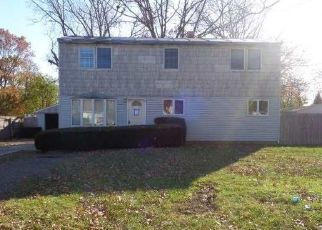 Foreclosed Home in Bay Shore 11706 SONIA RD - Property ID: 4349639936