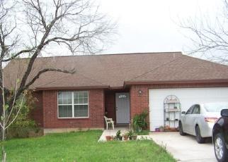 Foreclosed Home in Floresville 78114 4TH ST - Property ID: 4349696421