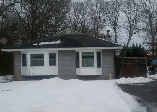 Foreclosed Home in Center Moriches 11934 CHICHESTER AVE - Property ID: 4350325352