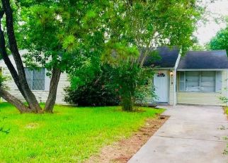 Foreclosed Home in Houston 77033 SAINT LO RD - Property ID: 4350774273