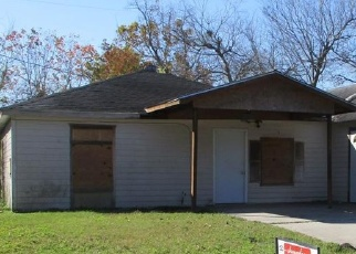 Foreclosed Home in Houston 77033 SOUTHWIND ST - Property ID: 4352662834