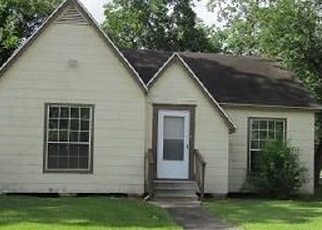 Foreclosed Home in Baytown 77520 GRESHAM ST - Property ID: 4353291759