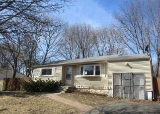Foreclosed Home in Patchogue 11772 NARRAGANSETT AVE - Property ID: 4358943817