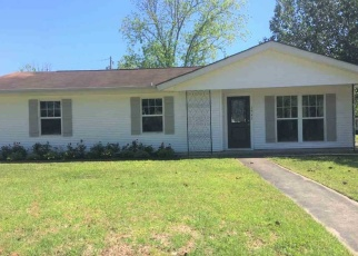 Foreclosed Home in Orange 77632 ROBIN AVE - Property ID: 4359152278
