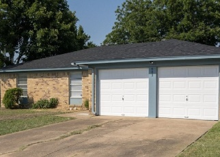 Foreclosed Home in Mansfield 76063 S WAXAHACHIE ST - Property ID: 4359539450