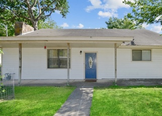 Foreclosed Home in Boerne 78006 JAMES ST - Property ID: 4364571780