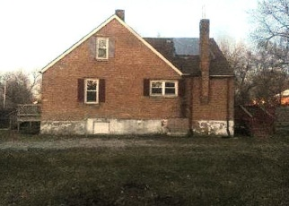 Foreclosed Home in Robbins 60472 W 136TH ST - Property ID: 4366037675