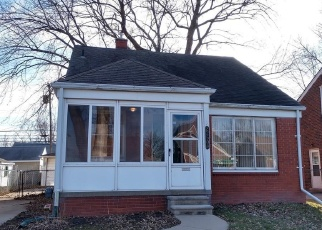 Foreclosed Home in Saint Clair Shores 48080 GAUKLER ST - Property ID: 4368321712