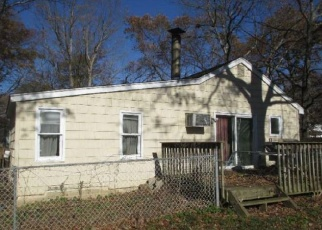Foreclosed Home in Centereach 11720 PINE ST - Property ID: 4368370315