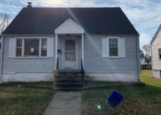 Foreclosed Home in Stratford 06615 SEDGEWICK AVE - Property ID: 4368540700