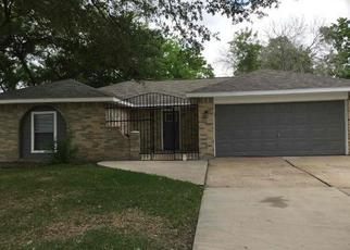 Foreclosed Home in Stafford 77477 WILLOW DR - Property ID: 4370531732