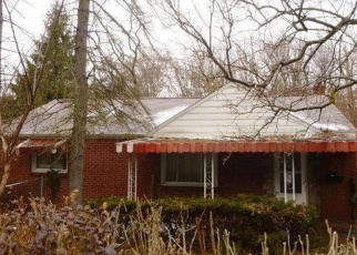 Foreclosed Home in Pittsburgh 15227 MAYTIDE ST - Property ID: 4372344949