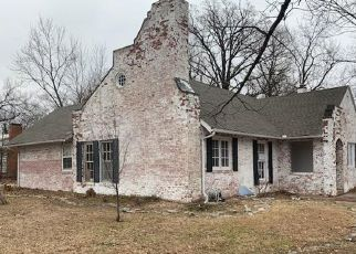 Foreclosed Home in Baxter Springs 66713 E 6TH ST - Property ID: 4372503933