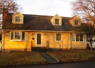 Foreclosed Home in Fairfield 06824 HUNYADI AVE - Property ID: 4372557800