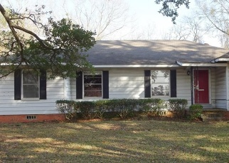 Foreclosed Home in Lufkin 75904 PERSHING AVE - Property ID: 4373733757
