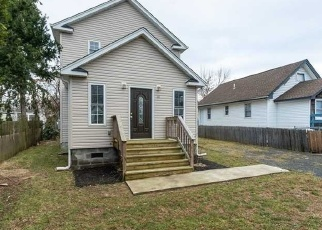 Foreclosed Home in Amityville 11701 OAK ST - Property ID: 4373934784