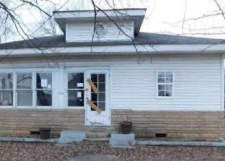 Foreclosed Home in Marion 62959 W CHESTNUT ST - Property ID: 4375620544