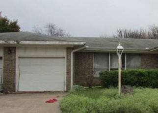 Foreclosed Home in Bowie 76230 RAYMOND ST - Property ID: 4375774266