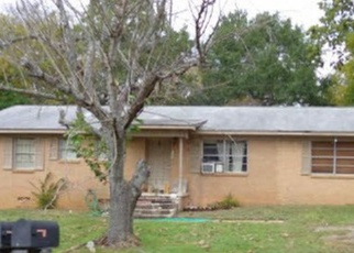 Foreclosed Home in Palestine 75801 KENWOOD DR - Property ID: 4375779979