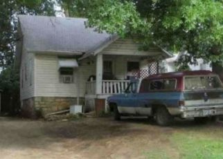 Foreclosed Home in Topeka 66605 SE KENTUCKY AVE - Property ID: 4377214329