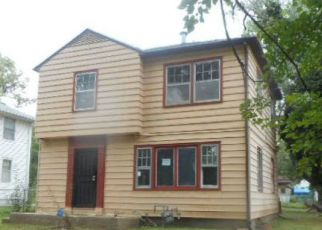 Foreclosed Home in Topeka 66605 SE ILLINOIS AVE - Property ID: 4377321637