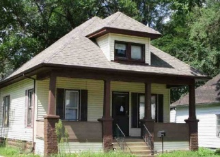 Foreclosed Home in Oelwein 50662 4TH AVE SE - Property ID: 4377405282