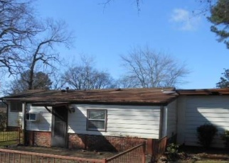 Foreclosed Home in Fairfield 35064 SHERWOOD RD - Property ID: 4378363128