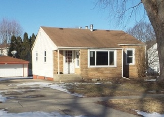 Foreclosed Home in Carpentersville 60110 CHARLES ST - Property ID: 4378552339