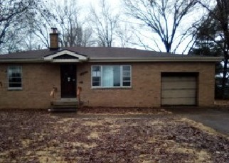 Foreclosed Home in Belleville 62221 LA SALLE ST - Property ID: 4378915867