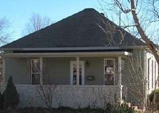 Foreclosed Home in Du Quoin 62832 E OLIVE ST - Property ID: 4378926366