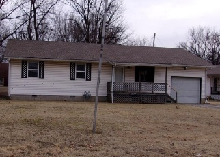 Foreclosed Home in Independence 67301 W MAPLE ST - Property ID: 4378984176