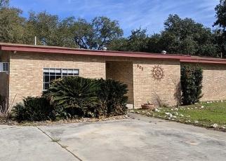 Foreclosed Home in Devine 78016 MONTICELLO CIR - Property ID: 4379248724