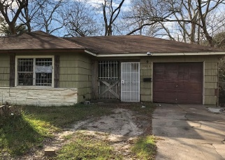 Foreclosed Home in Houston 77033 BELBAY ST - Property ID: 4380493890