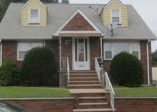 Foreclosed Home in Elmwood Park 07407 STONE AVE - Property ID: 4381355369