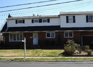 Foreclosed Home in West Islip 11795 N BURLING LN - Property ID: 4381632166